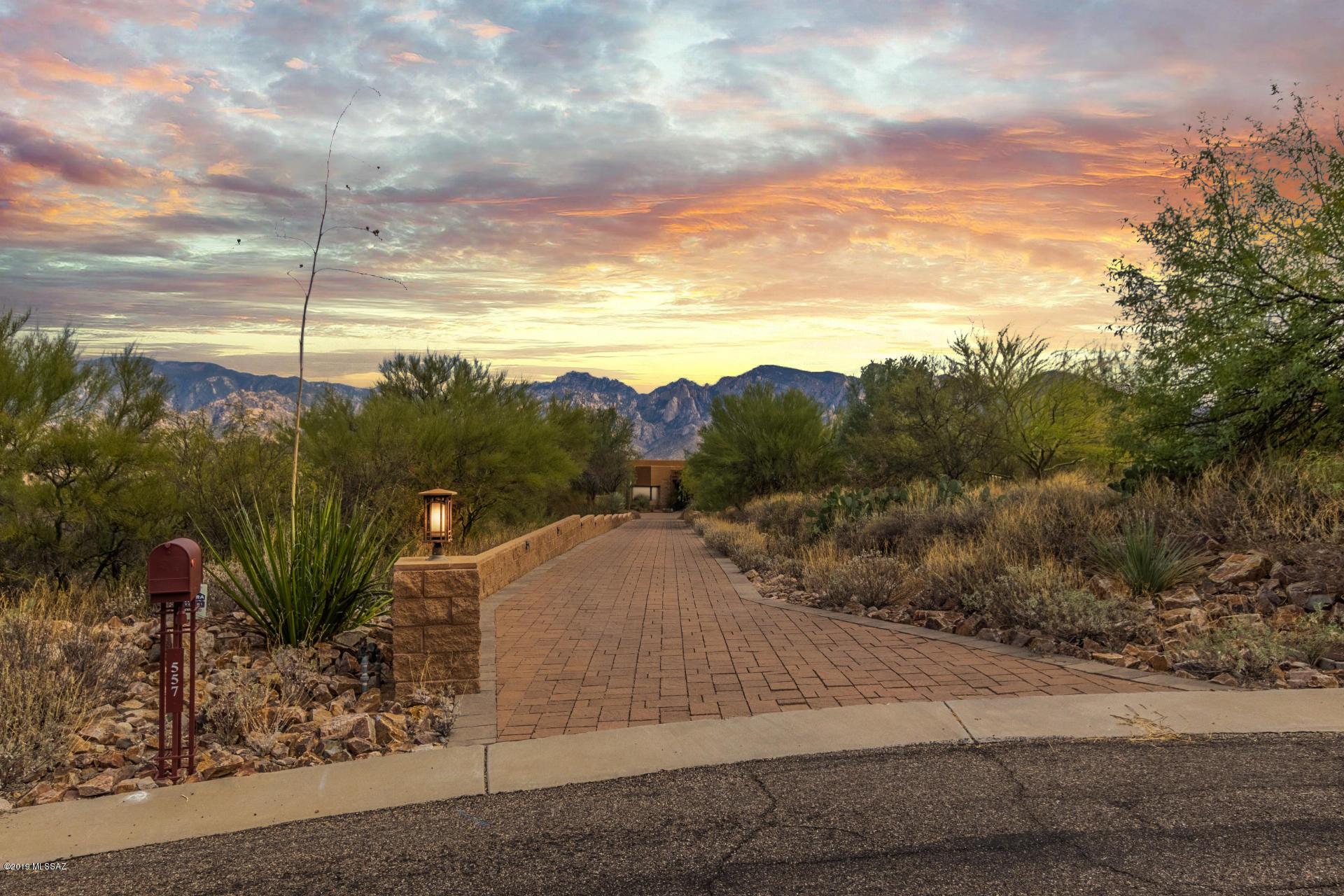 Photo of 557 W Soaring Hawk Place, Oro Valley, AZ 85755