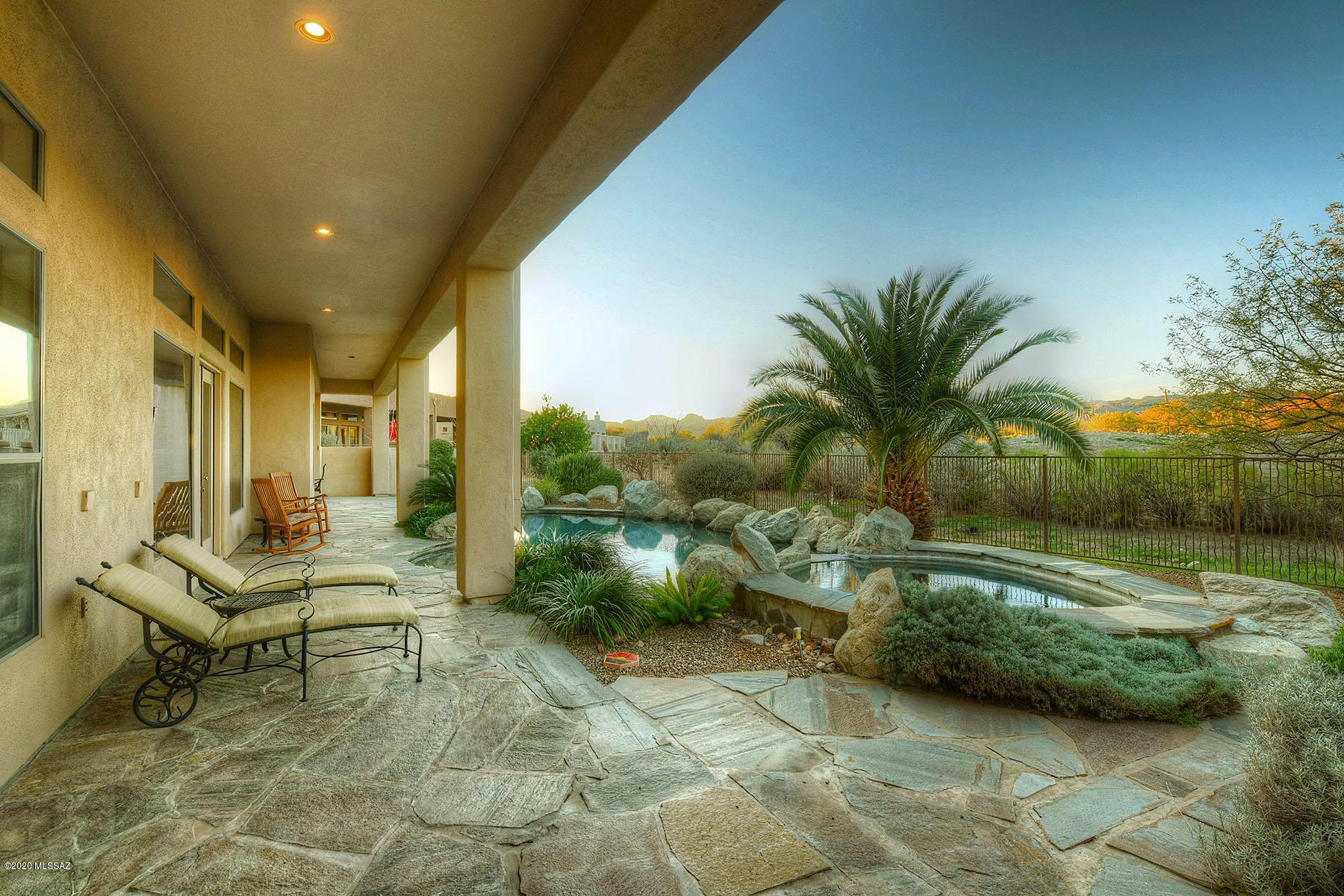Photo of 668 W Bright Canyon Drive, Oro Valley, AZ 85755