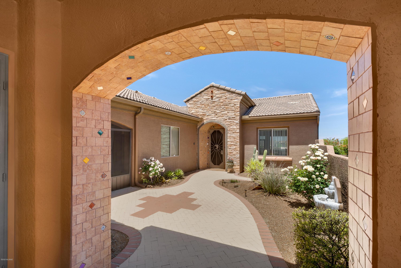 Photo of 2062 W Cactus Run Drive, Green Valley, AZ 85622