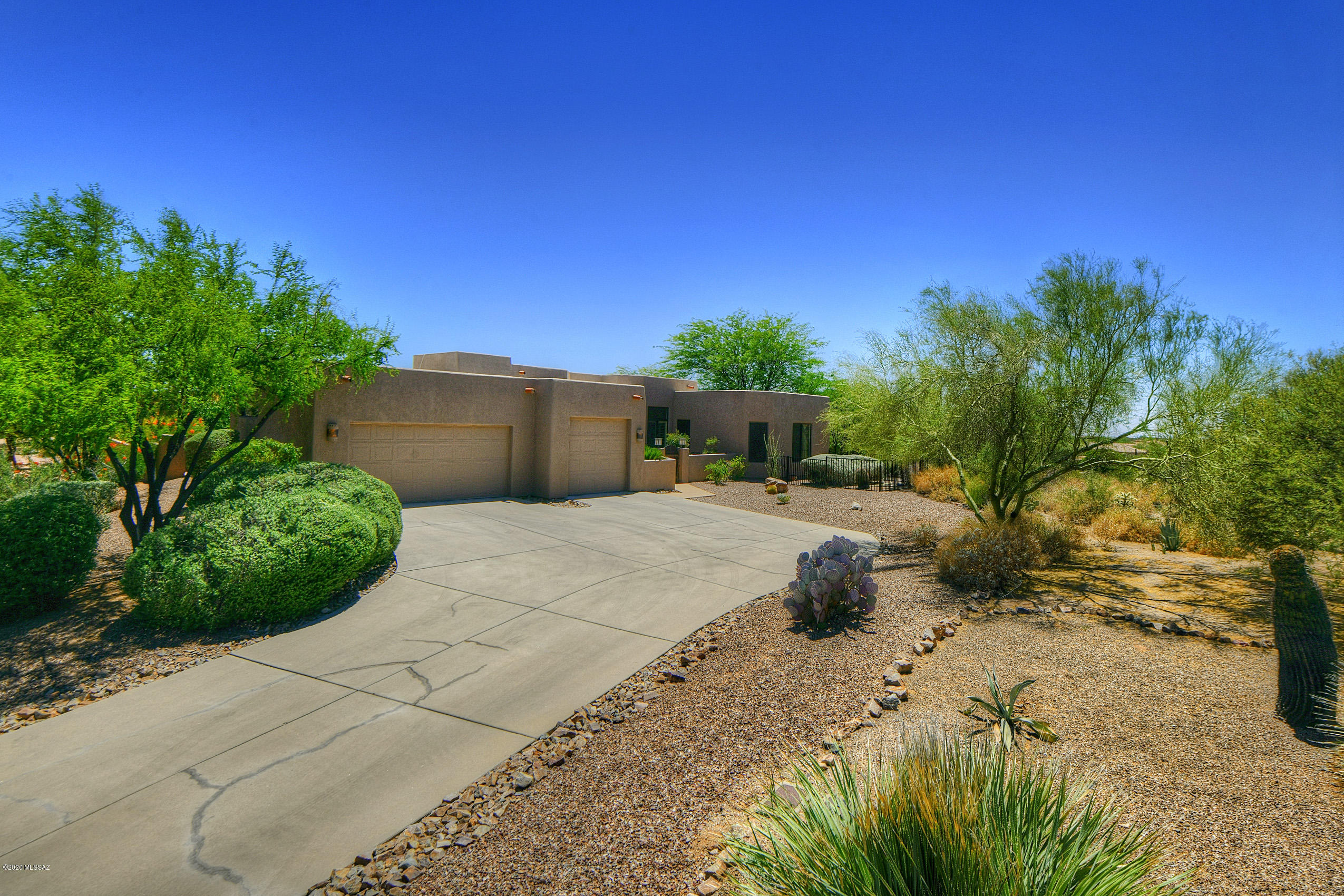 Photo of 989 W Painted Clouds Place, Oro Valley, AZ 85755