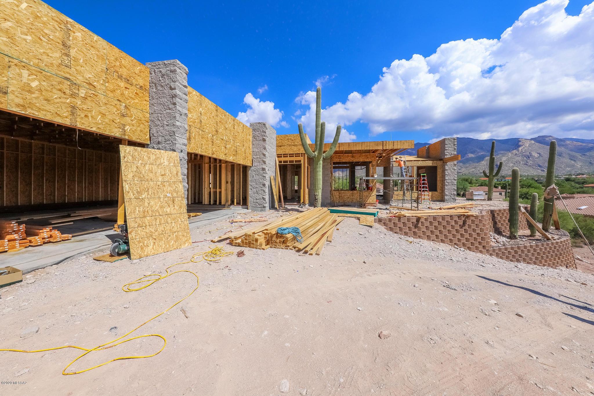 Photo of 6081 N Vista Valverde, Tucson, AZ 85718