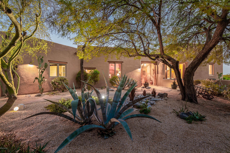 Photo of 580 E Crescent Moon Drive, Oro Valley, AZ 85755