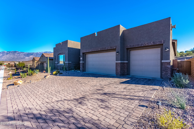Photo of 460 E Sweet Clover Court, Oro Valley, AZ 85755