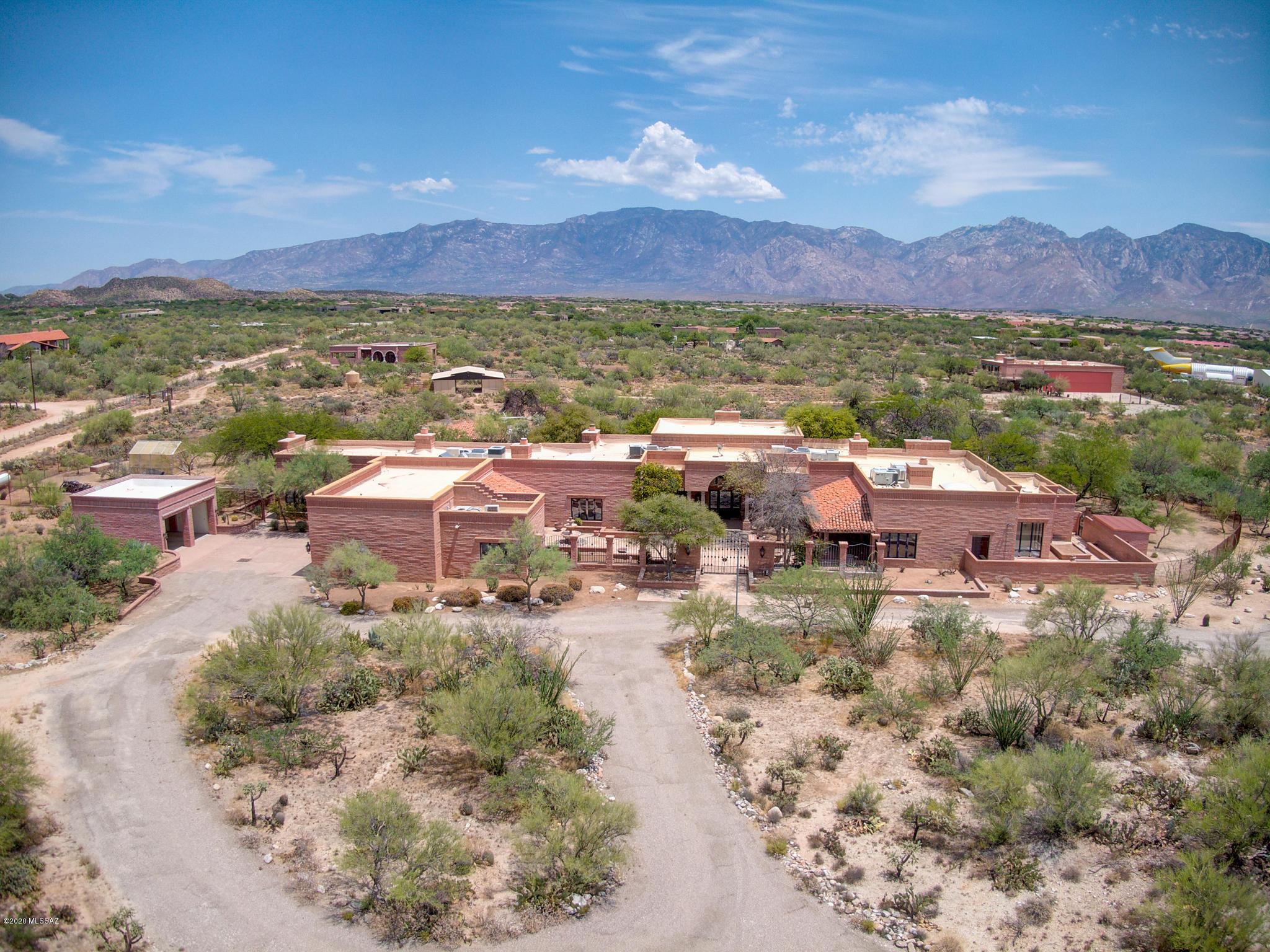 Photo of 1570 W Niner Way, Tucson, AZ 85755