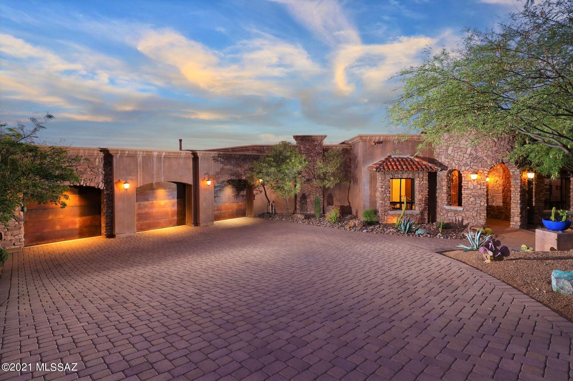 Photo of 2093 S Twinkling Starr Drive, Tucson, AZ 85745
