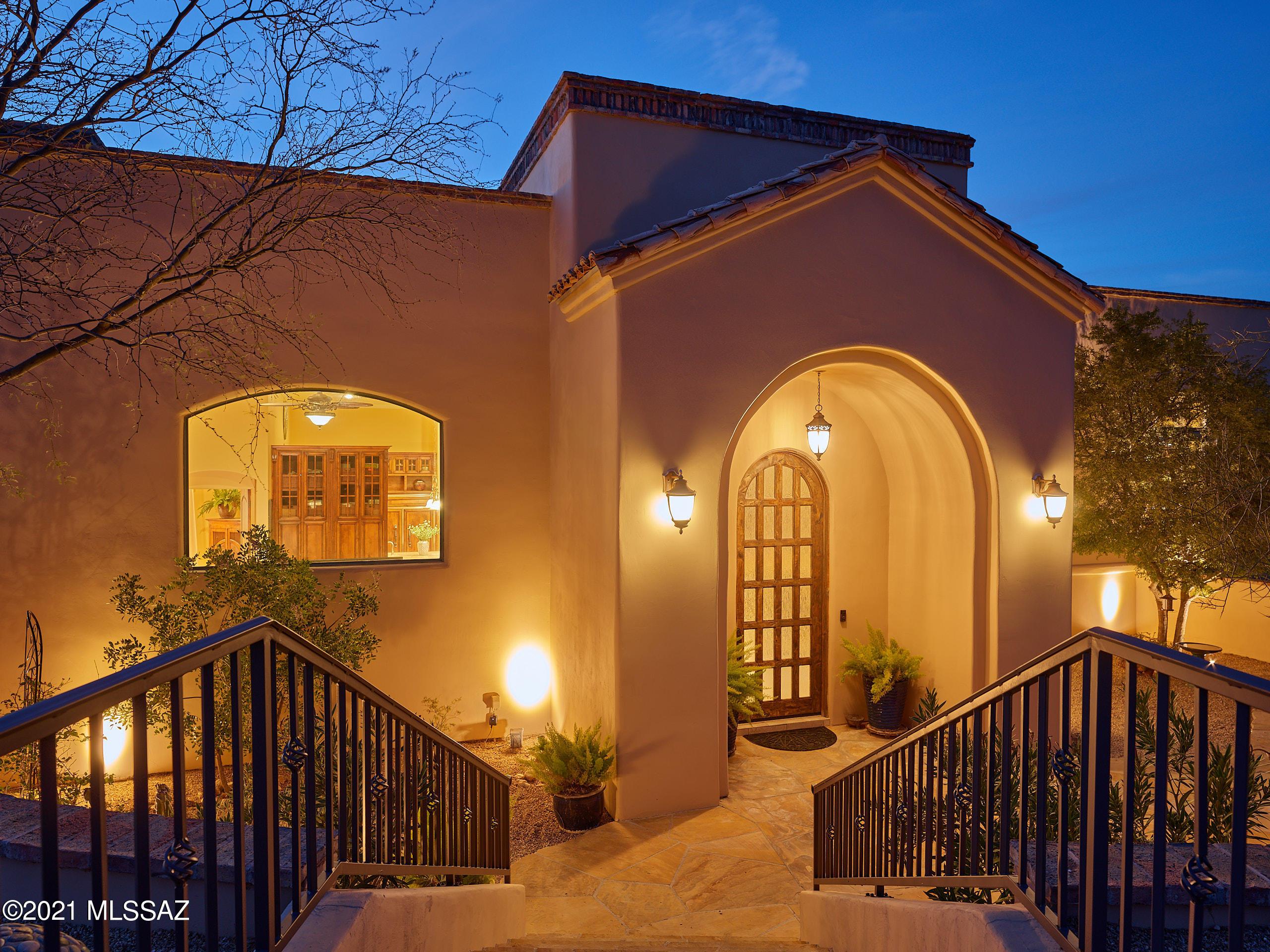 Photo of 1727 E Placita Del Metate, Oro Valley, AZ 85737