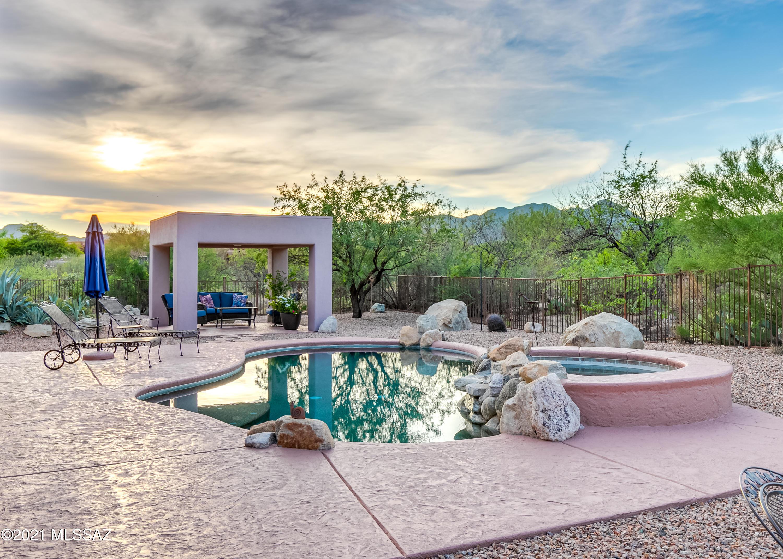 Photo of 740 W Bright Canyon Drive, Oro Valley, AZ 85755
