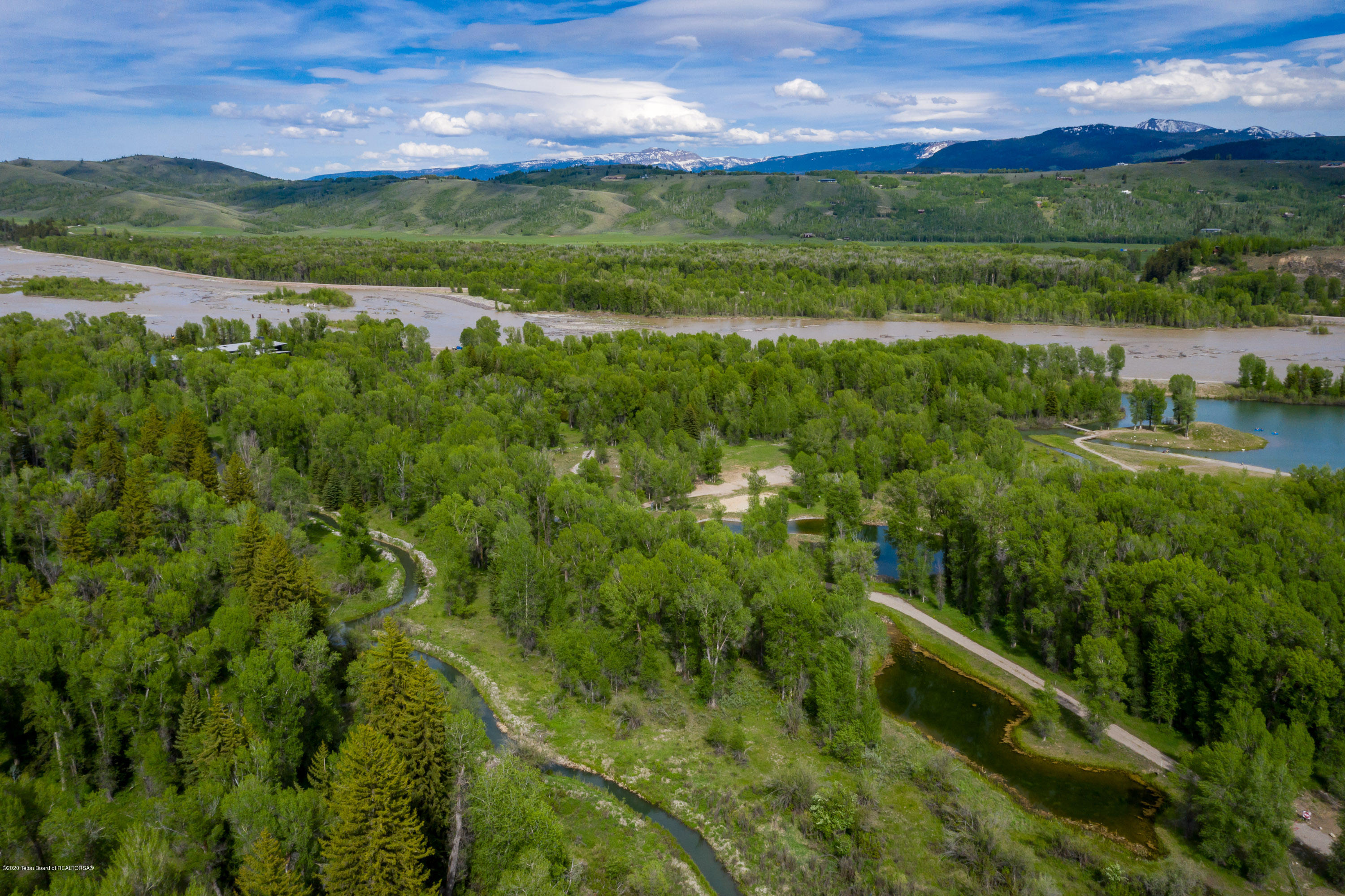 Additional photo for property listing at 4260 RIVER SPRINGS DR Wilson, WY 4260 RIVER SPRINGS DR Wilson, Wyoming,83014 United States