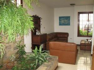 Casa En Venta En Maracaibo, Avenida El Milagro, Venezuela, VE RAH: 10-2026