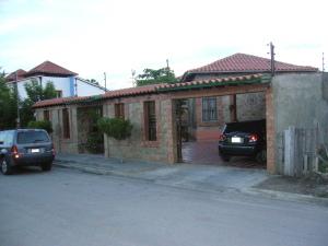 Casa En Venta En Municipio Arismendi La Asuncion, Atamo, Venezuela, VE RAH: 10-8138