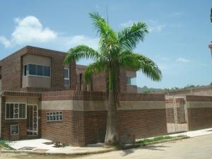 Townhouse En Venta En Municipio Naguanagua, Tazajal, Venezuela, VE RAH: 12-4071