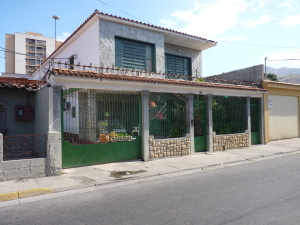 Casa En Venta En Turmero, Zona Centro, Venezuela, VE RAH: 13-949