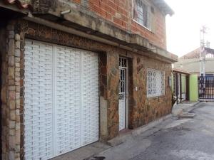 Casa En Venta En Maracay, Santa Rita, Venezuela, VE RAH: 13-1786