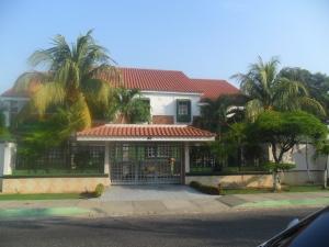 Casa En Venta En Ciudad Ojeda, Calle Piar, Venezuela, VE RAH: 13-1940