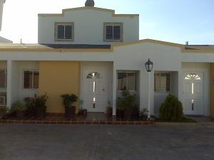 Townhouse En Venta En Maracaibo, Lago Mar Beach, Venezuela, VE RAH: 13-2888