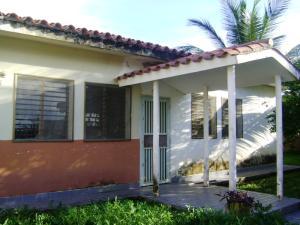 Casa En Venta En Higuerote, Club Campestre El Paraiso, Venezuela, VE RAH: 13-2941