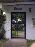 Casa En Venta En Caracas, Los Guayabitos, Venezuela, VE RAH: 13-3823