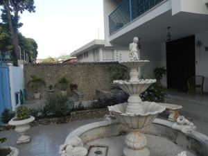 Casa En Venta En Caracas, Santa Fe Norte, Venezuela, VE RAH: 13-4706