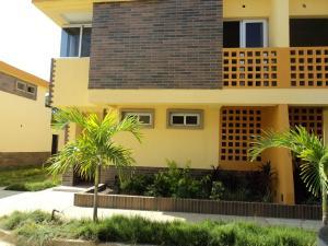 Townhouse En Venta En Tucacas, Tucacas, Venezuela, VE RAH: 13-739