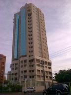 Apartamento En Venta En Maracaibo, Avenida El Milagro, Venezuela, VE RAH: 13-6009