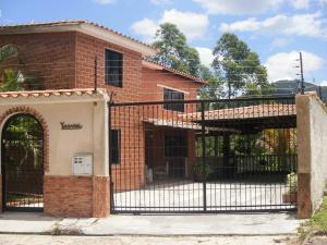Casa En Venta En Valencia, La Entrada, Venezuela, VE RAH: 13-6176