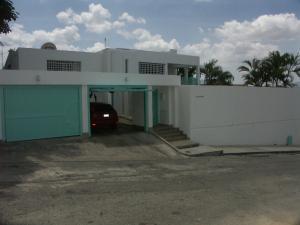 Casa En Alquiler En Caracas, Lomas Del Club Hipico, Venezuela, VE RAH: 13-6495