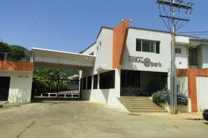 Townhouse En Venta En Valencia, Piedra Pintada, Venezuela, VE RAH: 13-9100