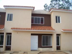 Townhouse En Venta En Maracaibo, Monte Bello, Venezuela, VE RAH: 13-7914