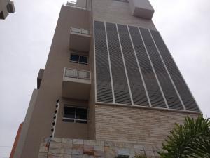 Apartamento En Venta En Maracaibo, Avenida El Milagro, Venezuela, VE RAH: 13-6735