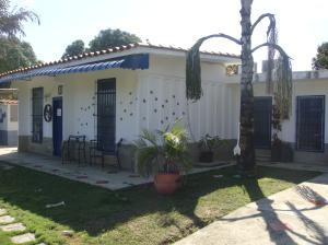Casa En Venta En Rio Chico, Las Mercedes De Paparo, Venezuela, VE RAH: 13-7702