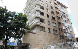 Apartamento En Venta En Caracas, El Bosque, Venezuela, VE RAH: 13-7585