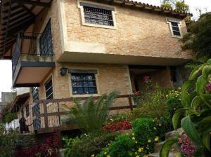 Casa En Venta En Caracas, Hoyo De La Puerta, Venezuela, VE RAH: 13-8270