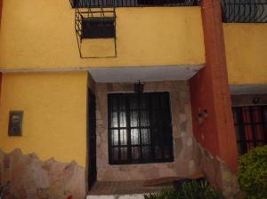 Townhouse En Venta En Municipio San Diego, Altos De La Esmeralda, Venezuela, VE RAH: 14-36