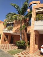 Townhouse En Venta En Valencia, Piedra Pintada, Venezuela, VE RAH: 14-499