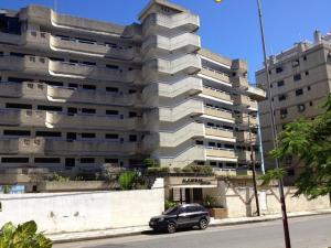Apartamento En Venta En Higuerote, Higuerote, Venezuela, VE RAH: 14-729