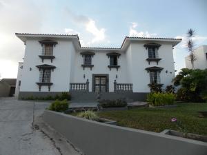 Casa En Venta En Valencia, Guataparo Country Club, Venezuela, VE RAH: 14-1012