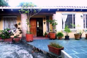 Casa En Venta En Caracas - La Lagunita Country Club Código FLEX: 14-1491 No.1