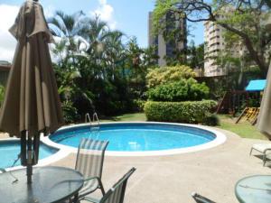 Apartamento En Venta En Caracas - El Rosal Código FLEX: 14-2423 No.17