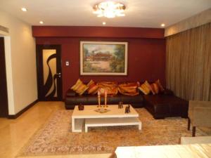 Apartamento En Venta En Caracas - El Rosal Código FLEX: 14-2423 No.1