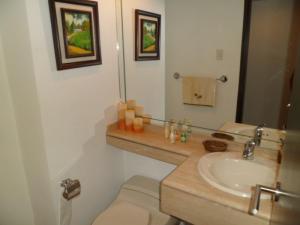Apartamento En Venta En Caracas - El Rosal Código FLEX: 14-2423 No.8