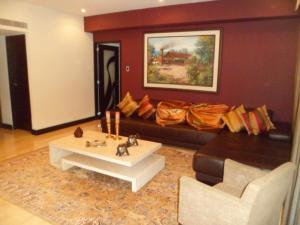 Apartamento En Venta En Caracas - El Rosal Código FLEX: 14-2423 No.2