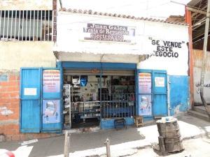 Local Comercial En Venta En Caracas, Caricuao, Venezuela, VE RAH: 14-3291
