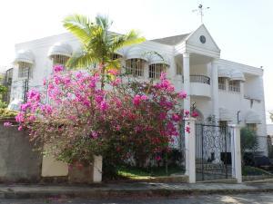 Casa En Venta En Caracas, La Trinidad, Venezuela, VE RAH: 14-4267
