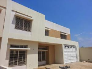 Townhouse En Venta En Maracaibo, Avenida Milagro Norte, Venezuela, VE RAH: 14-4745