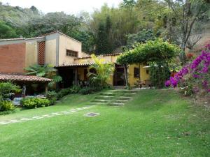 Casa En Ventaen Caracas, Santa Sofia, Venezuela, VE RAH: 14-5264