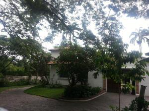 Casa En Venta En Caracas, Country Club, Venezuela, VE RAH: 14-5699