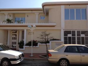Townhouse En Venta En Maracaibo, Circunvalacion Dos, Venezuela, VE RAH: 14-5986