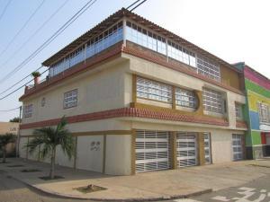 Casa En Venta En Maracaibo, La Coromoto, Venezuela, VE RAH: 14-6436