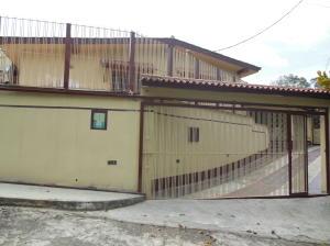 Casa En Venta En Valles Del Tuy, Los Anaucos Country Club, Venezuela, VE RAH: 14-6443