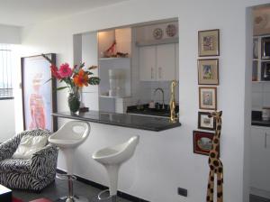 Apartamento En Venta En Caracas - Guaicay Código FLEX: 14-6685 No.6